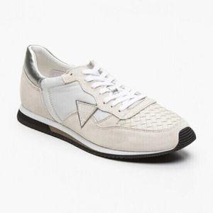 BASKET Sneakers Guess. FM1MRV. en nubuck beige et blanc R