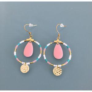 079b1ef3295fb Boucle d oreille Créoles ethniques dorées et perles miyuki roses