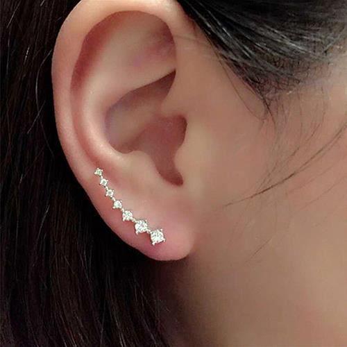 Fermoir boucle d'oreille dans le lobe