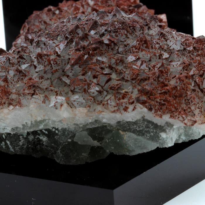 Pierre -Quartz Hématoïde + Fluorite. 982.8 ct. LArgentolle, Saint-Prix, France