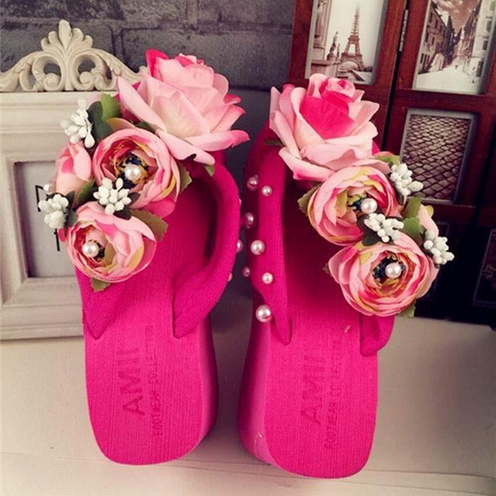 Pente bohème avec des sandales à talons hauts fleurs sandales.