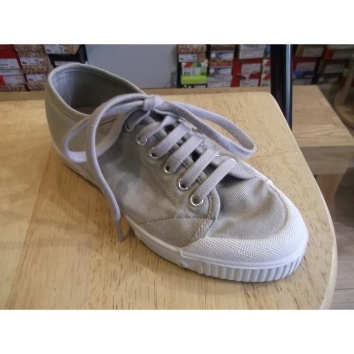 Chaussures enfants. Baskets mixtes à lacets SPRING COURT P34.