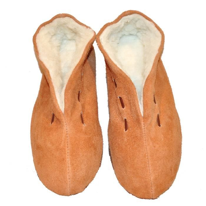 Chaussons en peau croute de cuir de vachette naturelle Intérieur en fourrure polaire synthétique.
