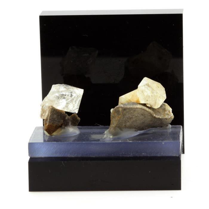 Pierre -Quartz diamant. 84.8 ct. Condorcet, Drôme, France.