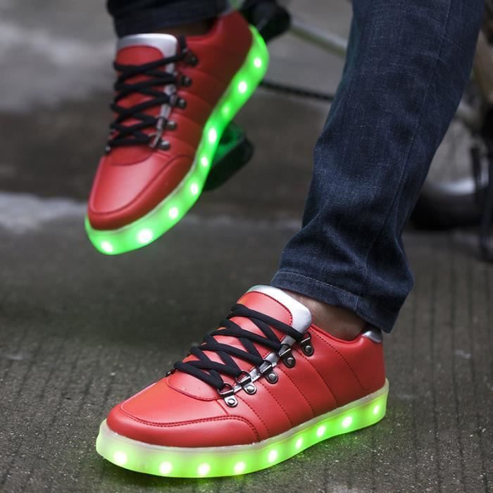 Lumineux mettant une lumi re chaussures hommes ...