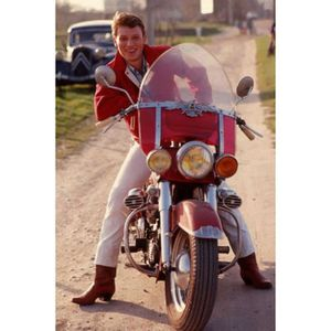 AFFICHE - POSTER Poster photo Johnny Hallyday en moto (Dimensions :