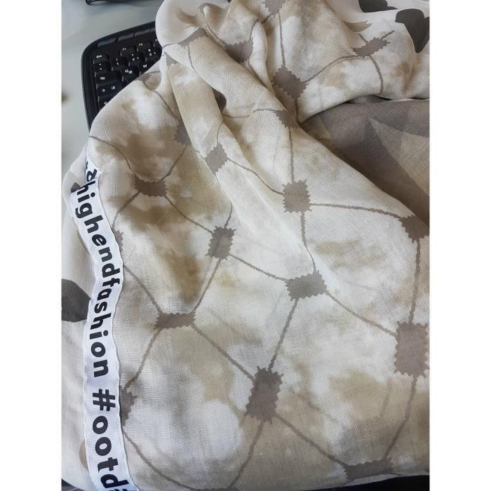 stylebreaker-foulard-carre-leger-avec-message-en-l.jpg d5b977e6c29