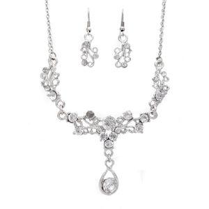 3f38ac7cdc16 PARURE Parure bijoux femme argentée fleur strass Couleur