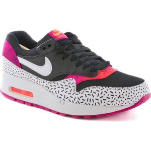 BASKET Nike wmns air max 1 print black  fireberry  528898