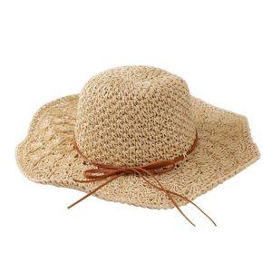 bbb26cb49e mode-femmes-d-ete-manuel-chapeau-plage-en-plein-ai.jpg