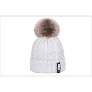 68fefd096338 BONNET - CAGOULE 1 Bonnet POMPOM BLANC ECRU chaud et doux en tricot ...