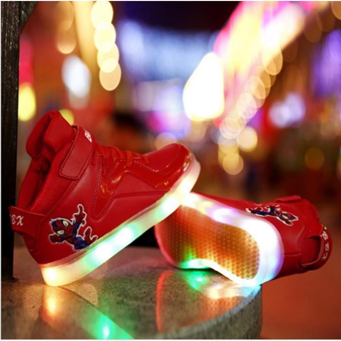 LED colorées ont conduit les hommes et les femm... iqFxKX