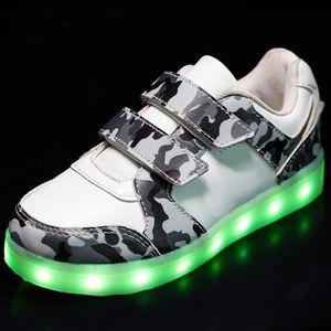L'enfant sept colorent des chaussures d'illumin... Cir3HHY9w0