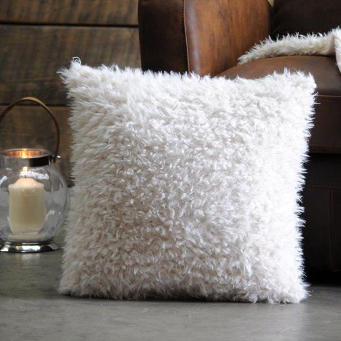 housse de coussin imitation fourrure achat vente housse de coussin imitation fourrure pas. Black Bedroom Furniture Sets. Home Design Ideas