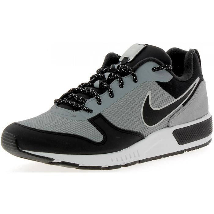 Nike - Nike Nightgazer Trail Chaussures de Sport Homme Gris
