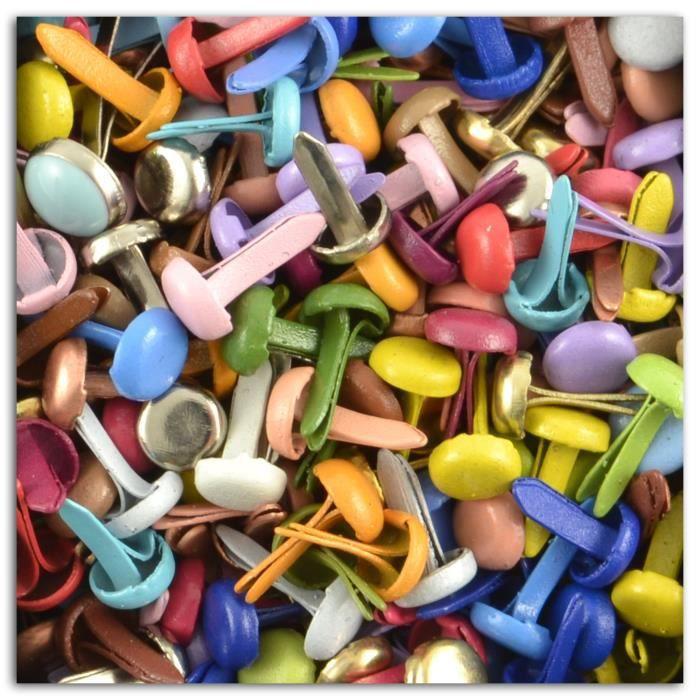 Assortiment de 200 mini attaches parisiennes. 20 couleurs. Diamètre d'une attache parisienne: 5 mm.EMBELLISSEMENT - PETIT ACCESSOIRE DE DECORATION - MOTIF A COLLER