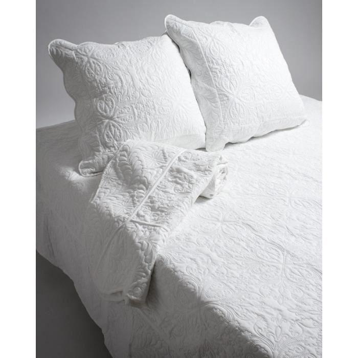 couvre lit boutis ecru achat vente couvre lit boutis ecru pas cher soldes d s le 10. Black Bedroom Furniture Sets. Home Design Ideas