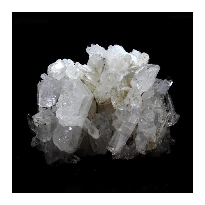 Pierre -Quartz à Ame ( faden quartz ). 114.3 ct. Champ-Laurent, Chambéry, France. Rare