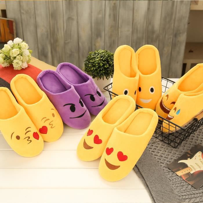 chausson femme Les chaussons chauds d'hiver mignons mettent des chaussures d'intérieur de chaussures de plancher antidérapantes