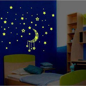 CHAMBRE COMPLÈTE  Une lueur fluorescente de chambre à coucher d'enfa