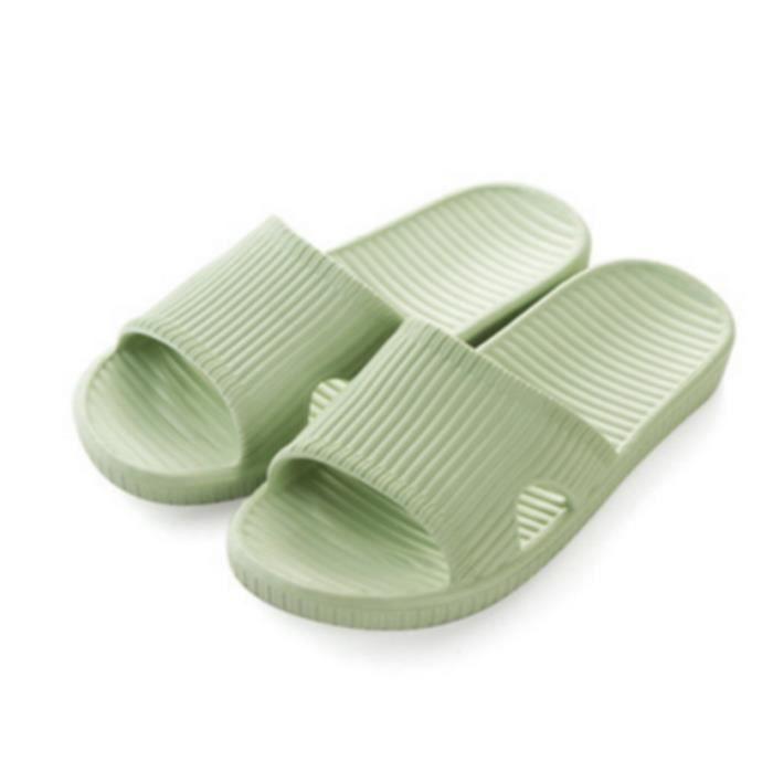 Amateurs de chaussures d'été à la maison salle ... FuAe9Y
