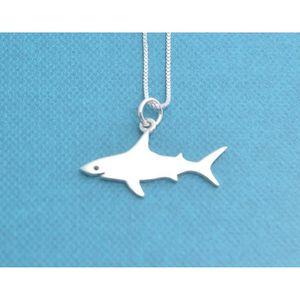 e19bd690396 SAUTOIR ET COLLIER Femmes Petit requin Collier en argent sterling. Pe
