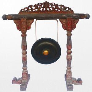 OBJET DÉCORATIF Gong ancien accompagné de son support en bois scul