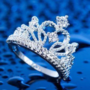Bague en forme de couronne en argent