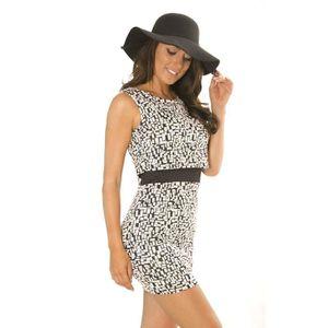 c312c163d76 Miss Wear Line - Robe courte noireet blanche avec effet superposé ...