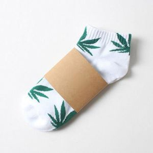 a535f2aab7b White + Green Weed Leaf Unisexe Chaussettes à cheville courtes Plantlife  Skateboard Marijuana