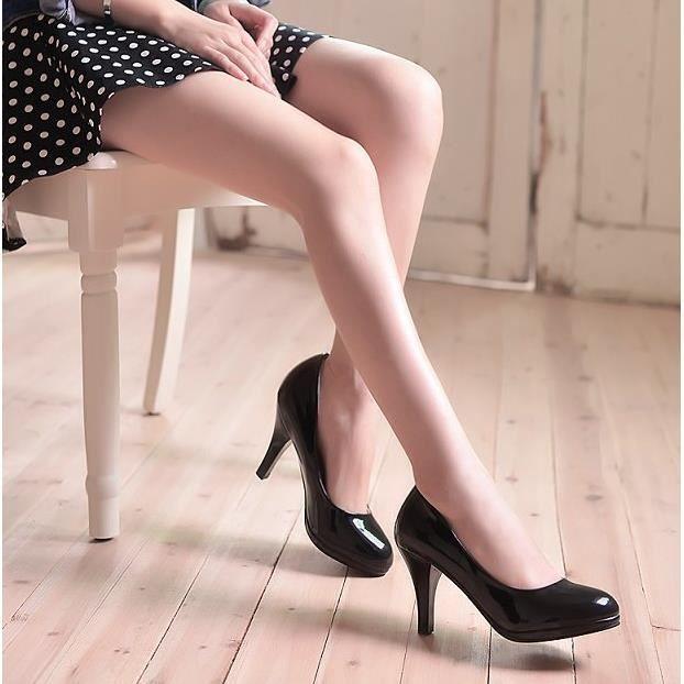 Bien au travail en bouche peu profonde cuir verni chaussures à talons.