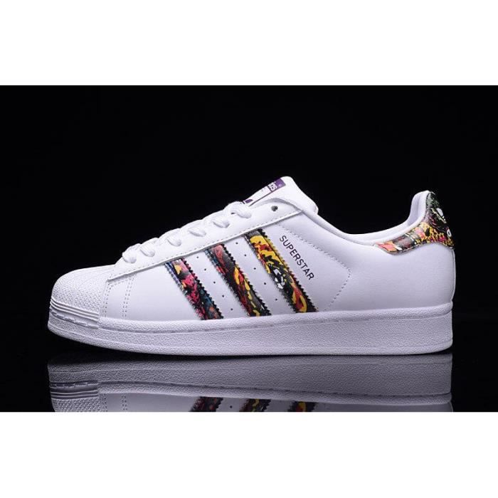 645a5b8a14 Baskets adidas Superstar 2, Chaussures Sneakers Basses Femme Blanc  multicolore
