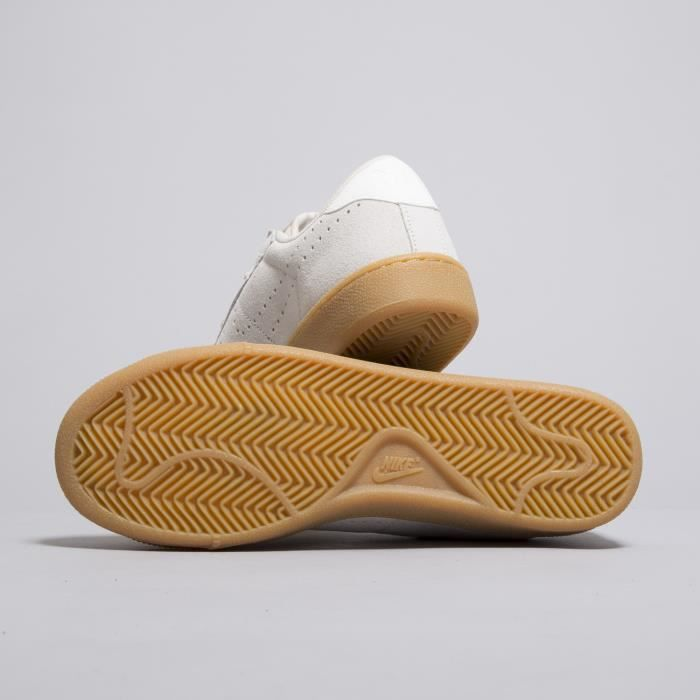 Baskets Nike Tennis Classic CS Suede Blanches. 829351-100. TnP3vfy8