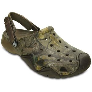 Crocs Swiftwater Realtree Xtra Clog. Robuste, léger et séchant rapidement - le sabot Swiftwater Realtree Xtra.