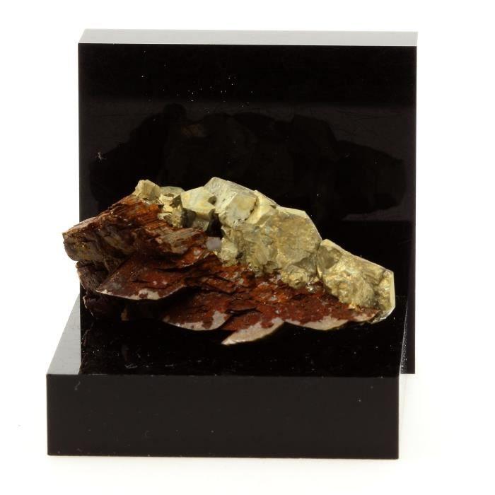 Pierre -Siderite, Pyrite, Quartz. 98.3 ct. Mésage Mine, Vizille, France. Rare