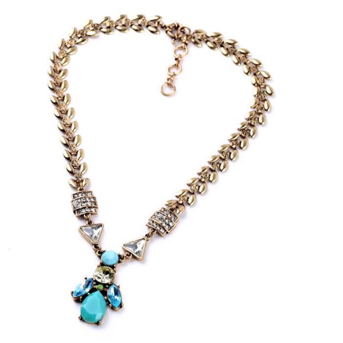 Collier pendentif avec pierres turquoises et strass