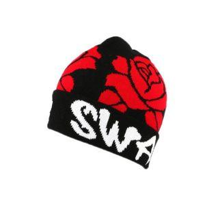 BONNET , CAGOULE Bonnet Swag à revers coloris Noir avec Roses Rouge