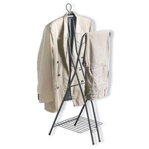 PORTE-MANTEAU Porte-manteau pour la chambre. Métalique Pliable U