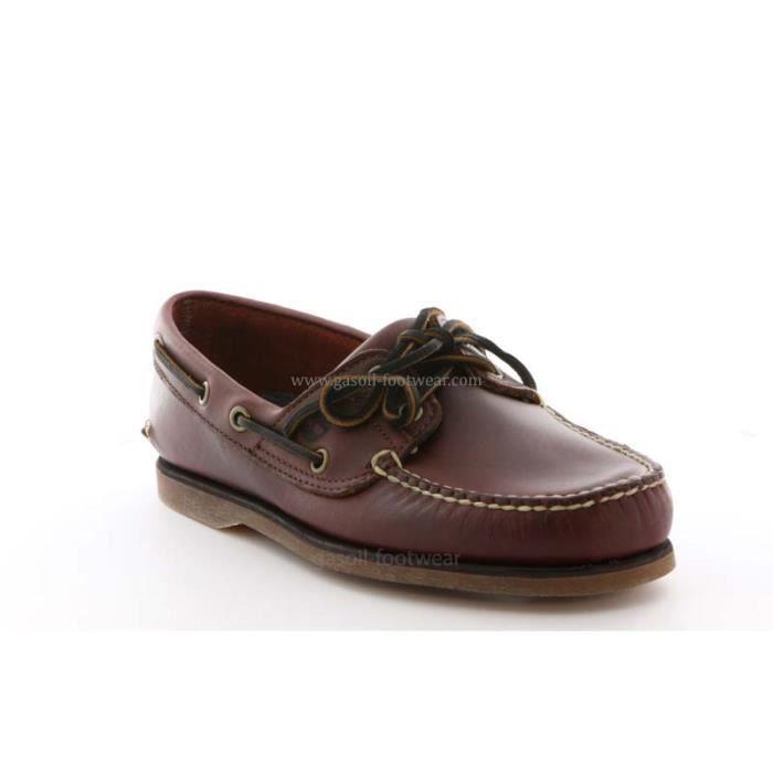 Chaussure Timberland en cuir brun.