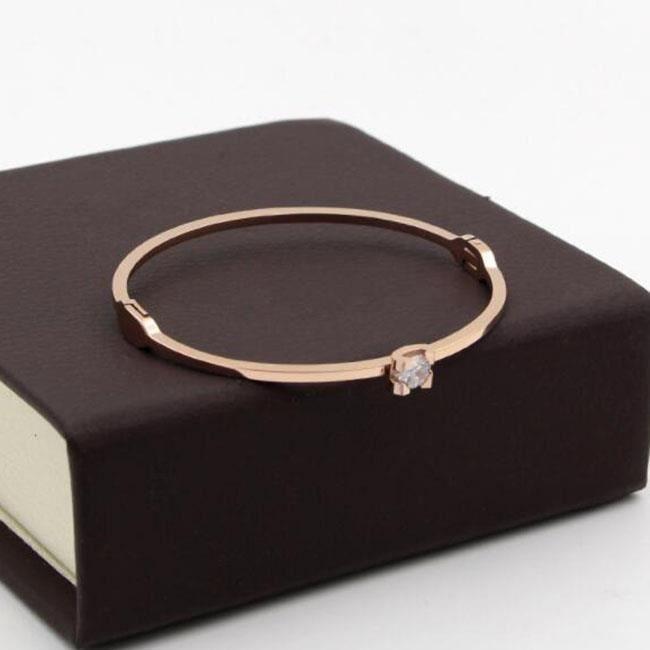 Bracelet en acier titane ultra-flash griffe à quatre griffes monotrou zircon clavicule