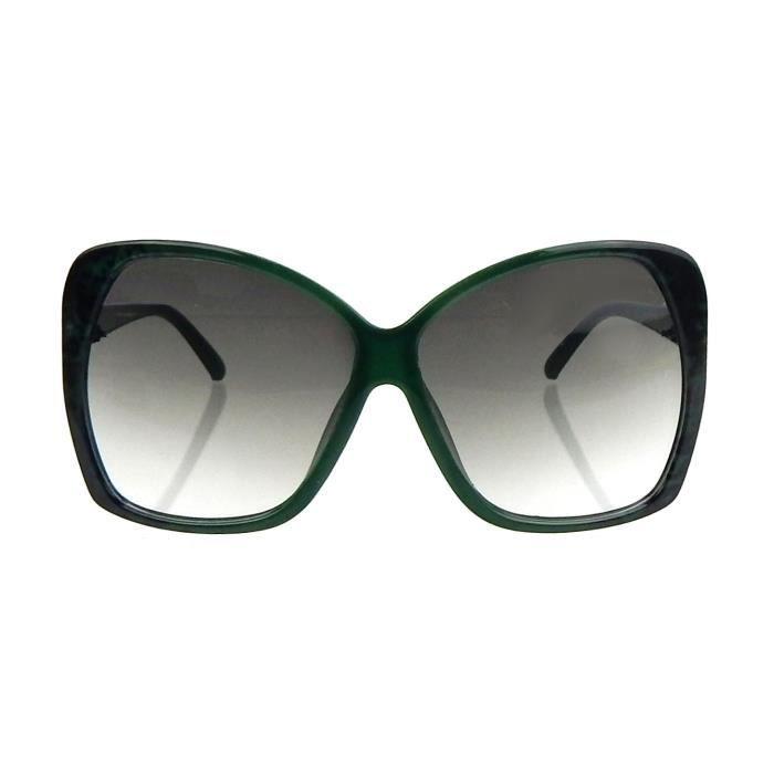 lunettes de soleil à la mode dans look décontracté vert