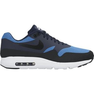 BASKET Chaussures Nike Air Max 1 Ultra Essential