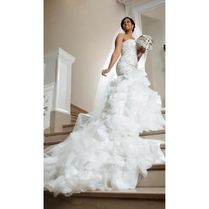 Robe de mariee avec bustier et longue traine