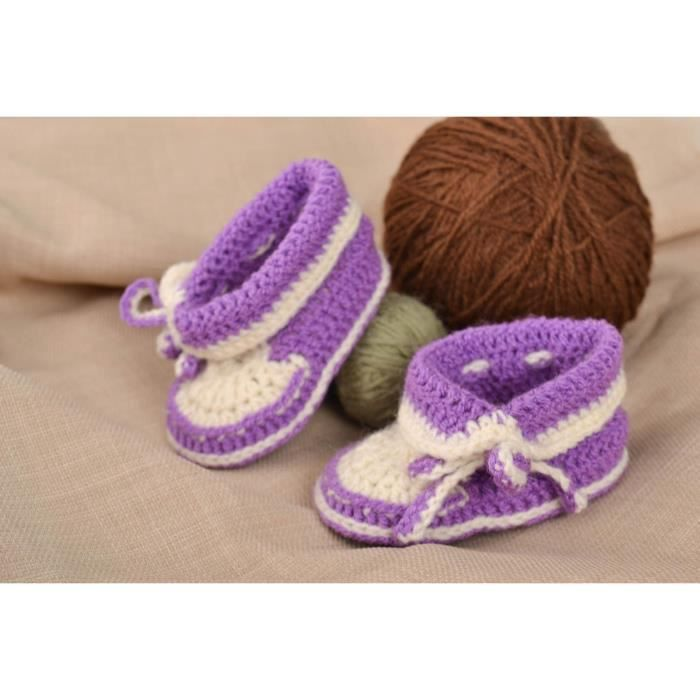 eb7c417767518 Chaussons bébé fait main en mi-laine au crochet blanc-mauve Chaussures bébé