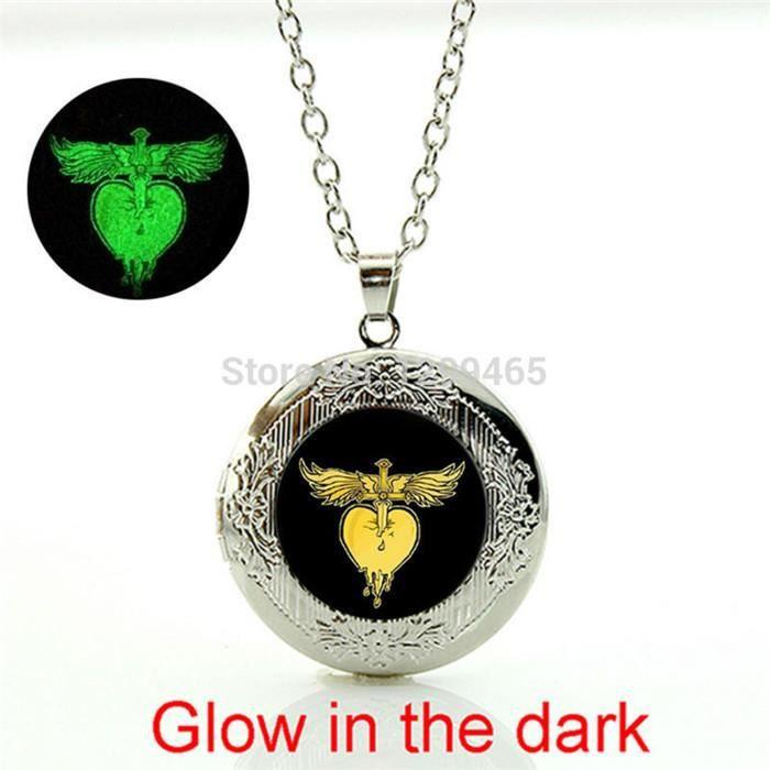 Rock band Bon Jovi pendentif Collier en alliage de Zinc En Verre médaillon  pendentif mode rétro collier pour garçons filles homme. aaff68399119