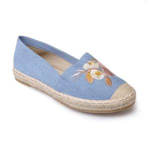 ESPADRILLE Espadrille bleu clair en jean avec broderie floral