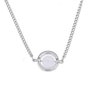 8cb5d968bb2d SAUTOIR ET COLLIER Collier pierre de lune porté par Bella dans le fil