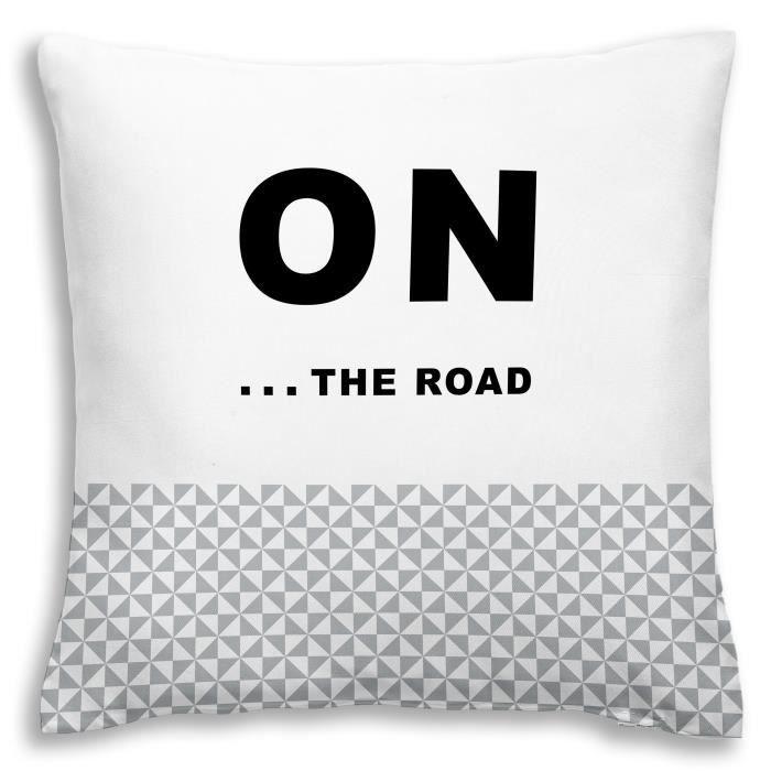 Matière : 100% coton - Dimensions : 40x40 cm - Coloris : stone et blancCOUSSIN