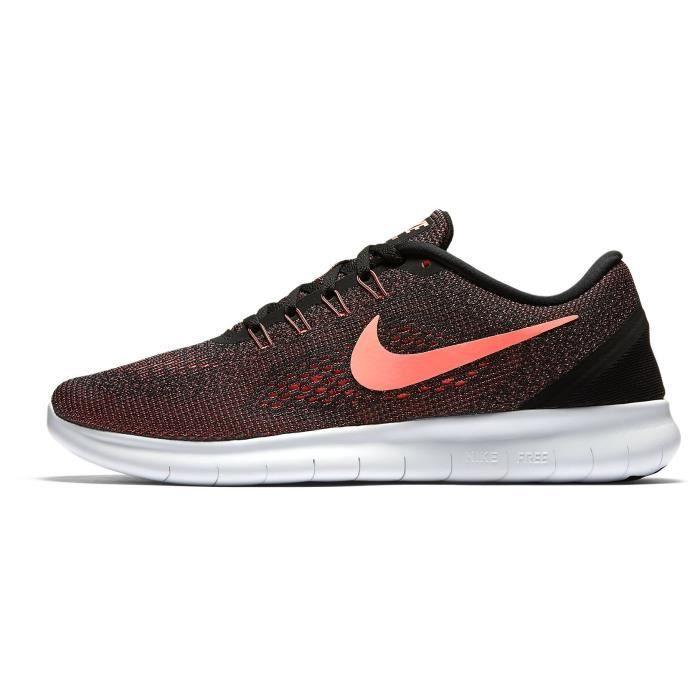 Chaussures de running avec tige mesh , noir, corail et blanc, maintien personnalisé et ajustement précis grâce aux câbles Flywire.CHAUSSURES DE RUNNING - CHAUSSURES D'ATHLETISME