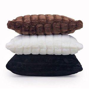Coussin noir fourrure achat vente coussin noir for Housse de coussin pas cher